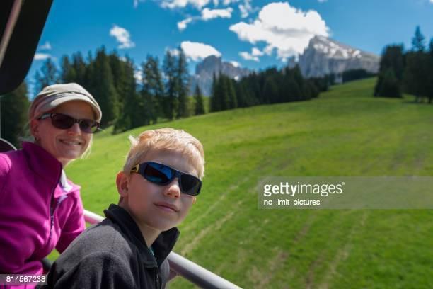 femme et enfant au télésiège