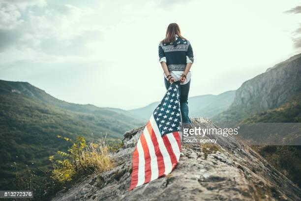 Femme et son drapeau