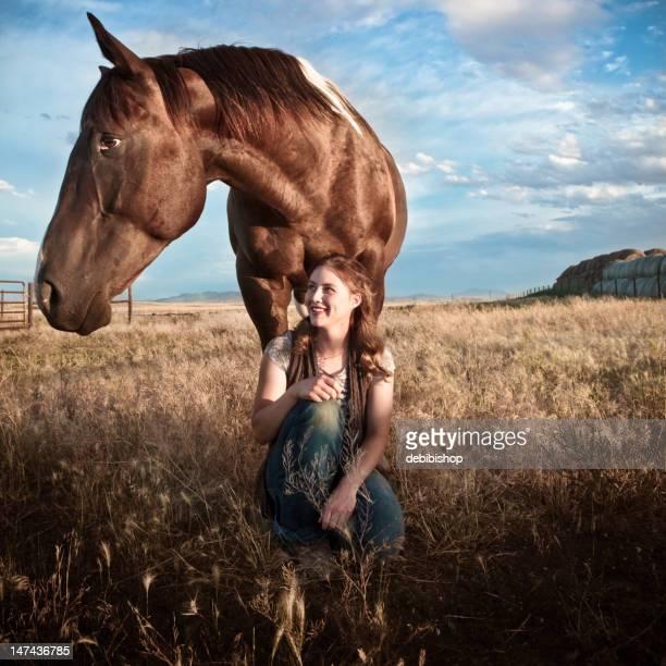 Frau und Pferd Wegsehen