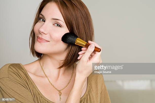 Femme application de maquillage