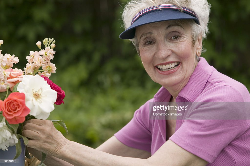 Woman arranging flowers : Stock Photo
