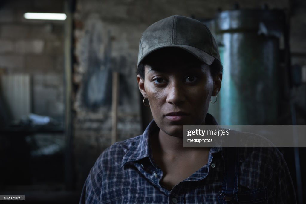 Woman as manual worker : Stock Photo