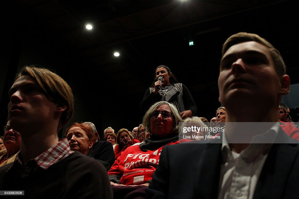 A woman asks the Leader of the Opposition, Bill Shorten a question during a town hall meeting on June 28, 2016 in Nowra, Australia.The latest Newspoll shows the Coalition has pulled ahead of the Labor Party, less than a week out from the July 2 election. On a two-party preferred basis, the Coalition now leads Labor 51-49, breaking the deadlock from the last poll.