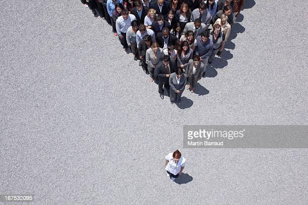 Femme à apex de la foule