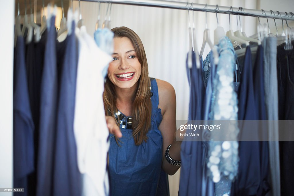 Woman at clothing rack : Stock-Foto