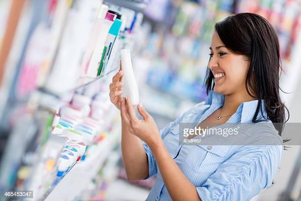 Mulher no drugstore