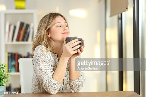 Woman breathing holding a coffee mug at home : Foto de stock