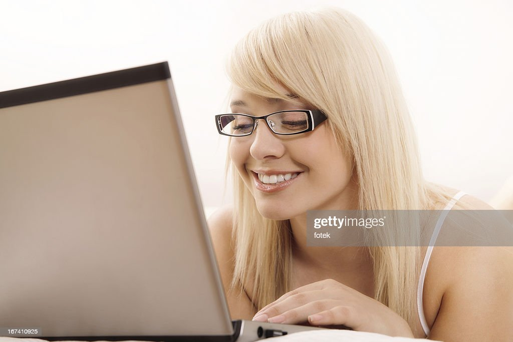 Woman browsing internet : Stockfoto