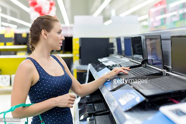 woman buying a laptop