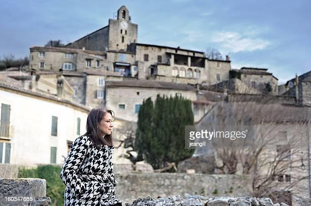 Femme à la provençale village, France