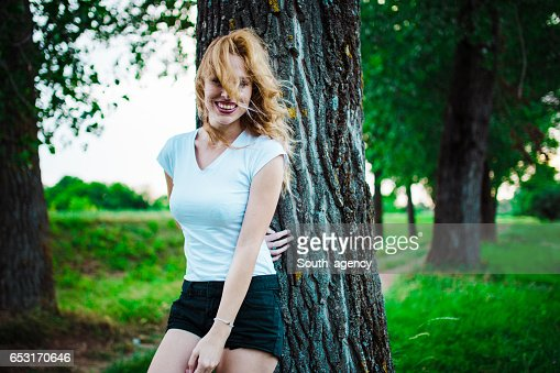 Woman by the tree : Stock-Foto