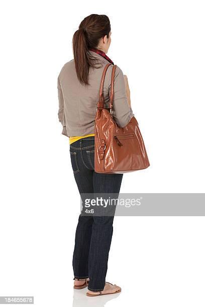 Frau Tragen der Tasche