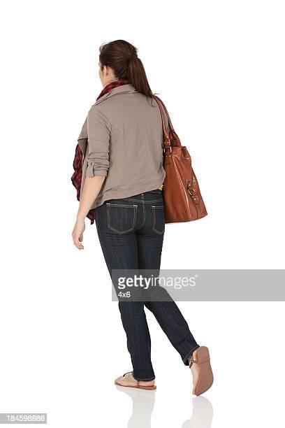 Frau tragen Leder-Tasche