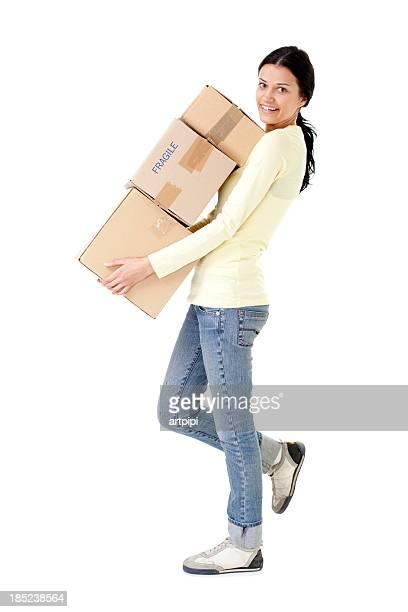 Frau tragen cardboard box