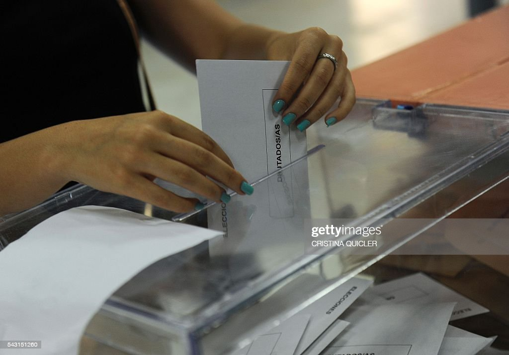 A woman casts her ballot for Spain's general election at the Casa Museo in Bollullos de la Mitacion, near Sevilla on June 26, 2016. Spain votes today, six months after an inconclusive election which saw parties unable to agree on a coalition government. / AFP / CRISTINA