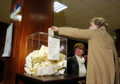 A woman casts her ballot in the national election in Belgrade Serbia on Sunday Jan 21 2007 Serbia's Radical Party which wants to keep Kosovo a part...
