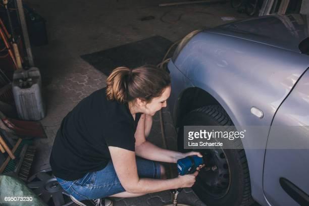Woman change tires.