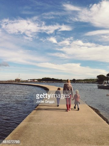 warrnambool single parents Anahi is single and looking to meet men from warrnambool west, warrnambool, vic i don't want to cross the sea and climb mountains just to get to my partner so i would prefer someone living.