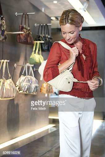 Woman choosing purse : Foto de stock