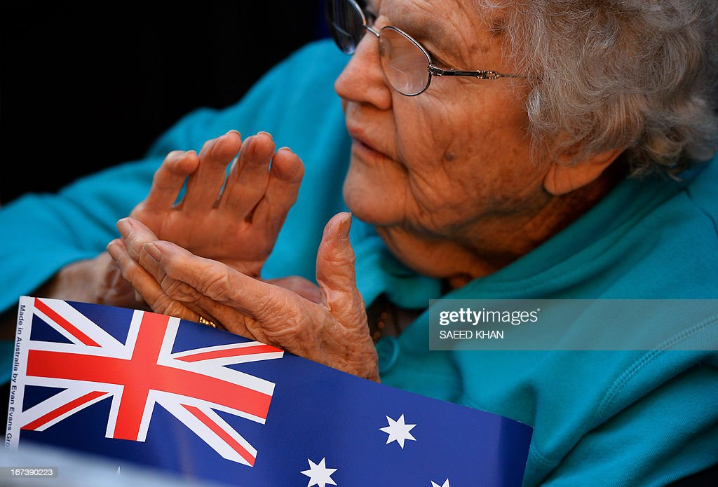 A woman clap for the veterans during the Anzac Day march through Sydney on April 25, 2013. Tens of thousands of Australians and New Zealanders turned out on April 25 to honour their war dead, with moving tributes to fallen mates and calls not to forget those injured in conflict. AFP PHOTO / Saeed Khan