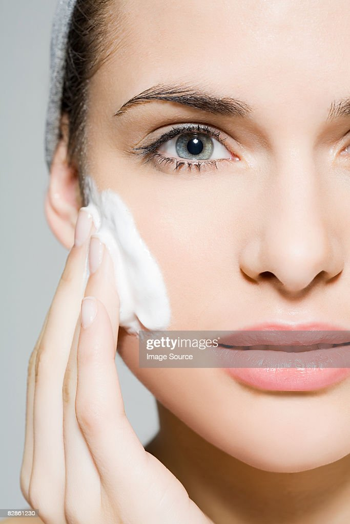 Woman cleansing : Stock-Foto