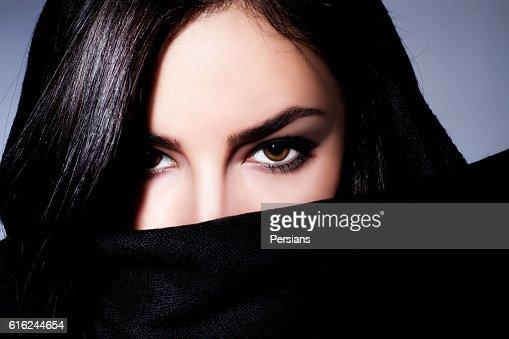 woman closeup portrait with expressive eyes : Foto de stock