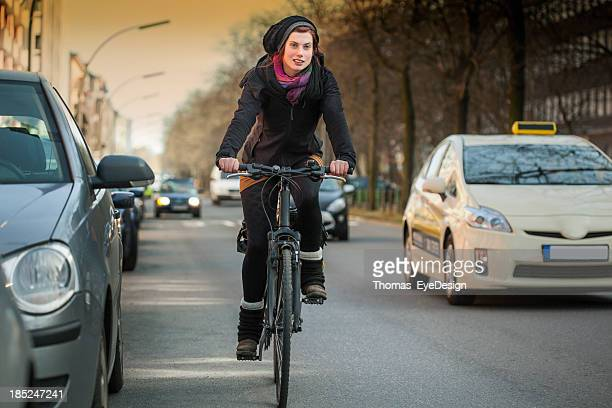 Femme balades en vélo