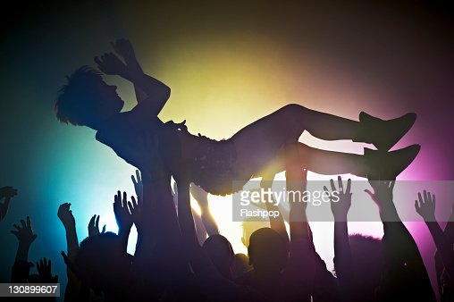 Woman crowd surfing : Foto de stock