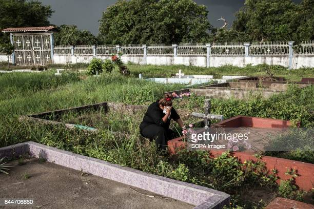 CHICHIGALPA CHINANDEGA NICARAGUA A woman cry front of the grave of her husband after he died from a chronic kidney disease The figures are alarming...