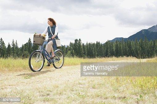 Woman cycling : Stock-Foto