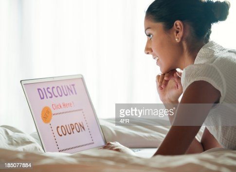 Woman Discount Shopping in Bed (XXXL)