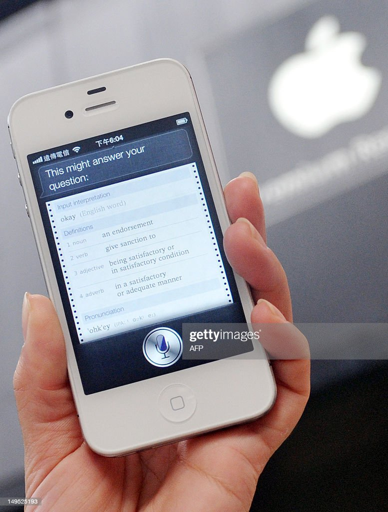 A woman displays 'Siri', voice-activated assistant technology, on an Apple iPhone 4S in Taipei on July 30, 2012. Taiwan's National Cheng Kung University has filed a suit against US tech giant Apple, claiming the company's Siri intelligent assistant has infringed on two of its patents. AFP PHOTO / Mandy CHENG