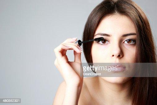 Mulher fazer Maquiagem : Foto de stock