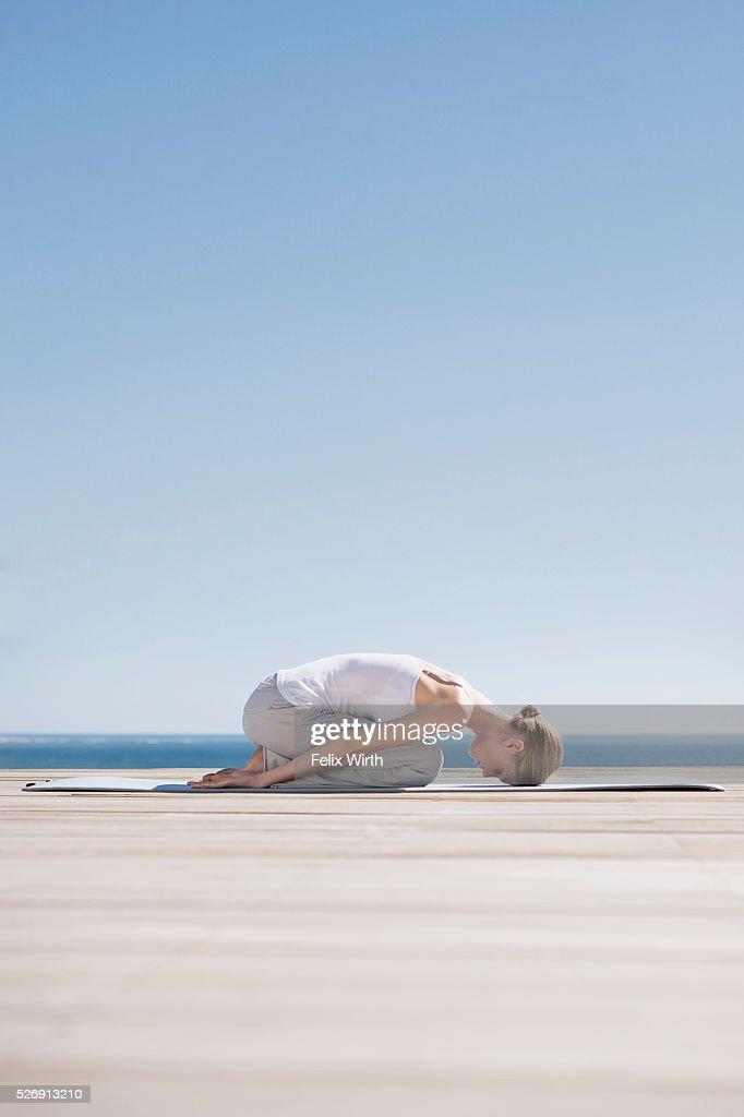 Woman doing yoga : ストックフォト