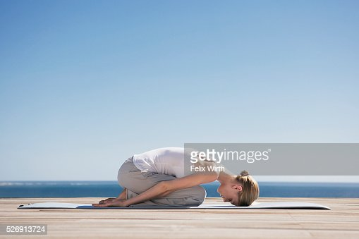 Woman doing yoga : Stockfoto