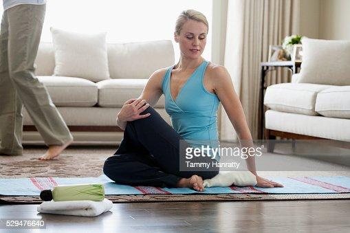 Woman doing yoga : Stockfoto