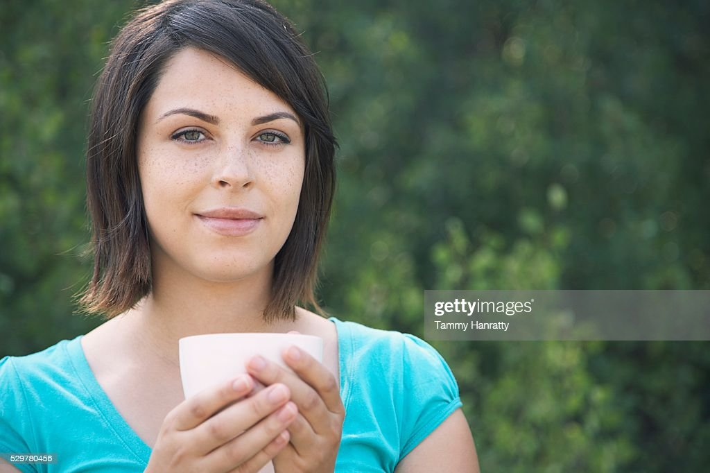 Woman drinking cup of tea : ストックフォト