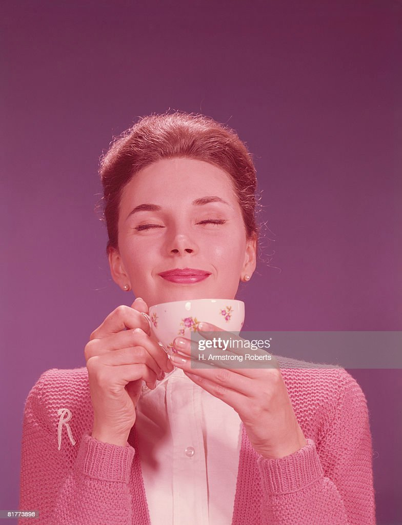 Woman drinking hot beverage. (Photo by H. Armstrong Roberts/Retrofile/Getty Images) : Stock Photo