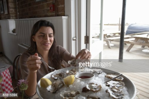 eating oysters - photo #47