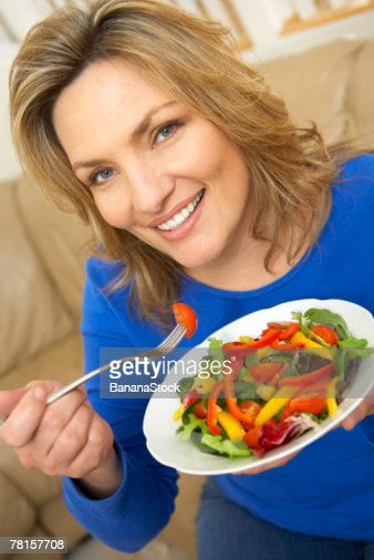 Woman eating salad : Stock-Foto