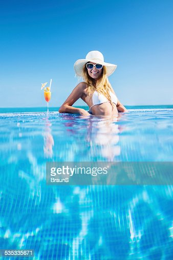 Cocktail swimming pool stock photos and pictures getty for Easy pool obi