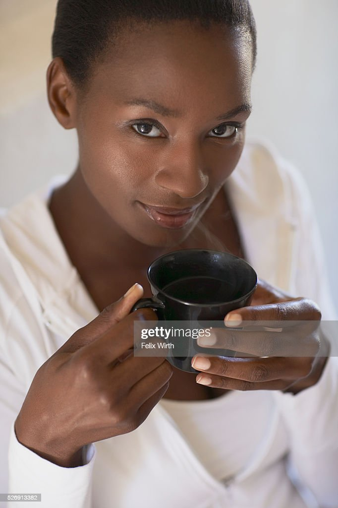 Woman enjoying cup of tea : Stockfoto