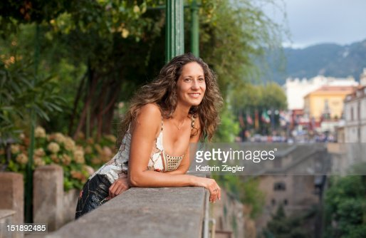 woman enjoying the view of Sorrento Bay, Italy : ストックフォト