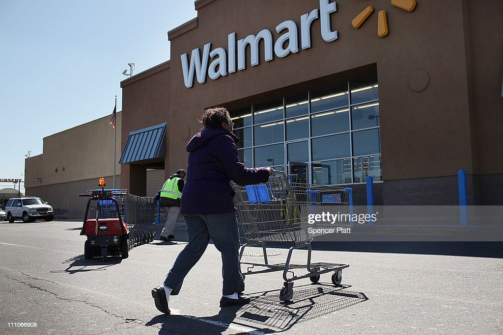 wal mart key success factor walmart Working at walmart our people make the difference and we're proud to be a part of their success stories we o­ffer competitive pay.