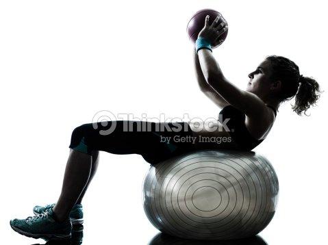 femme exercice ballon de fitness photo thinkstock. Black Bedroom Furniture Sets. Home Design Ideas