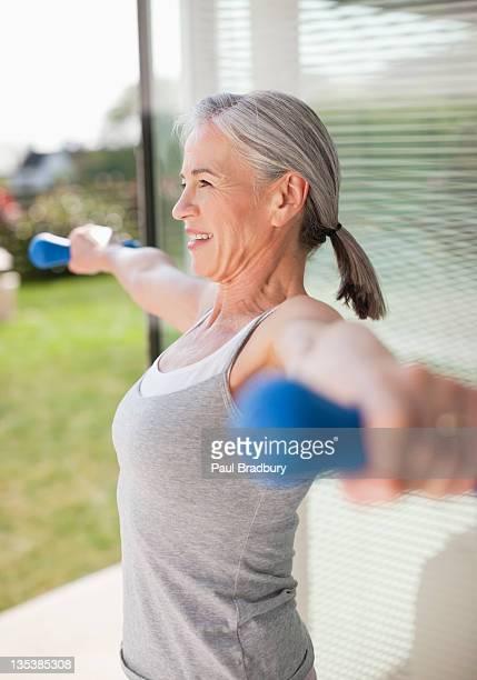 Frau Ausübung im Freien