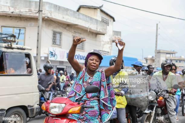 A woman gestures on June 22 2017 in Cotonou during a protest against bad governance / AFP PHOTO / Yanick Folly