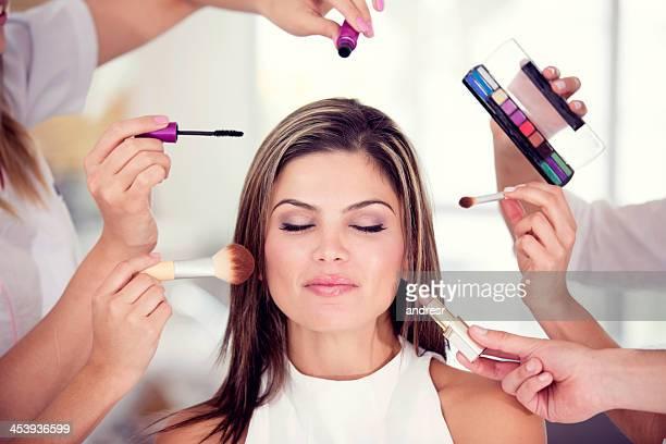 Erste Frau, die Ihr Make-up