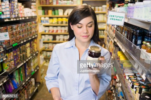 Woman grocery shopping : Stock-Foto
