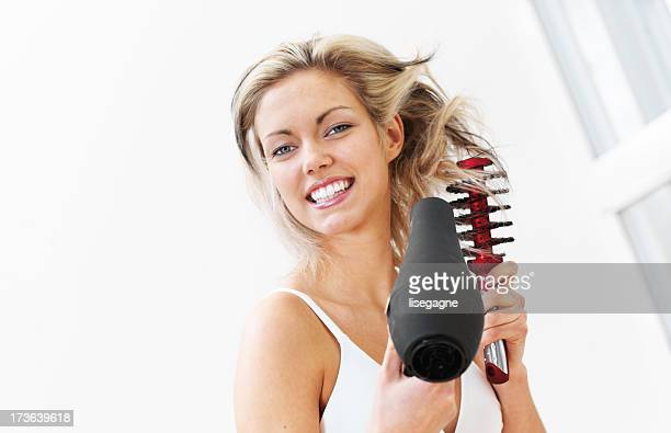 Frau hairdrying
